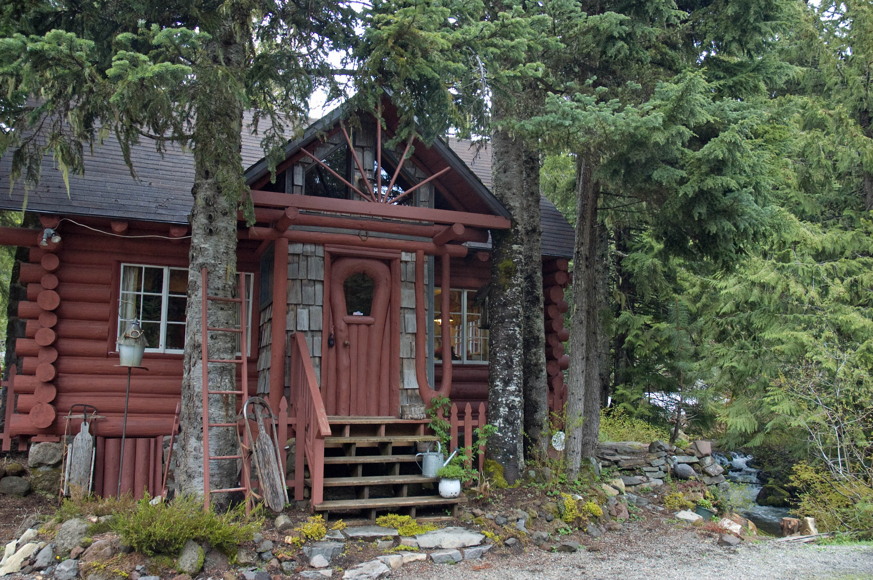 vrbo creeks the hood cabins mt for recreation